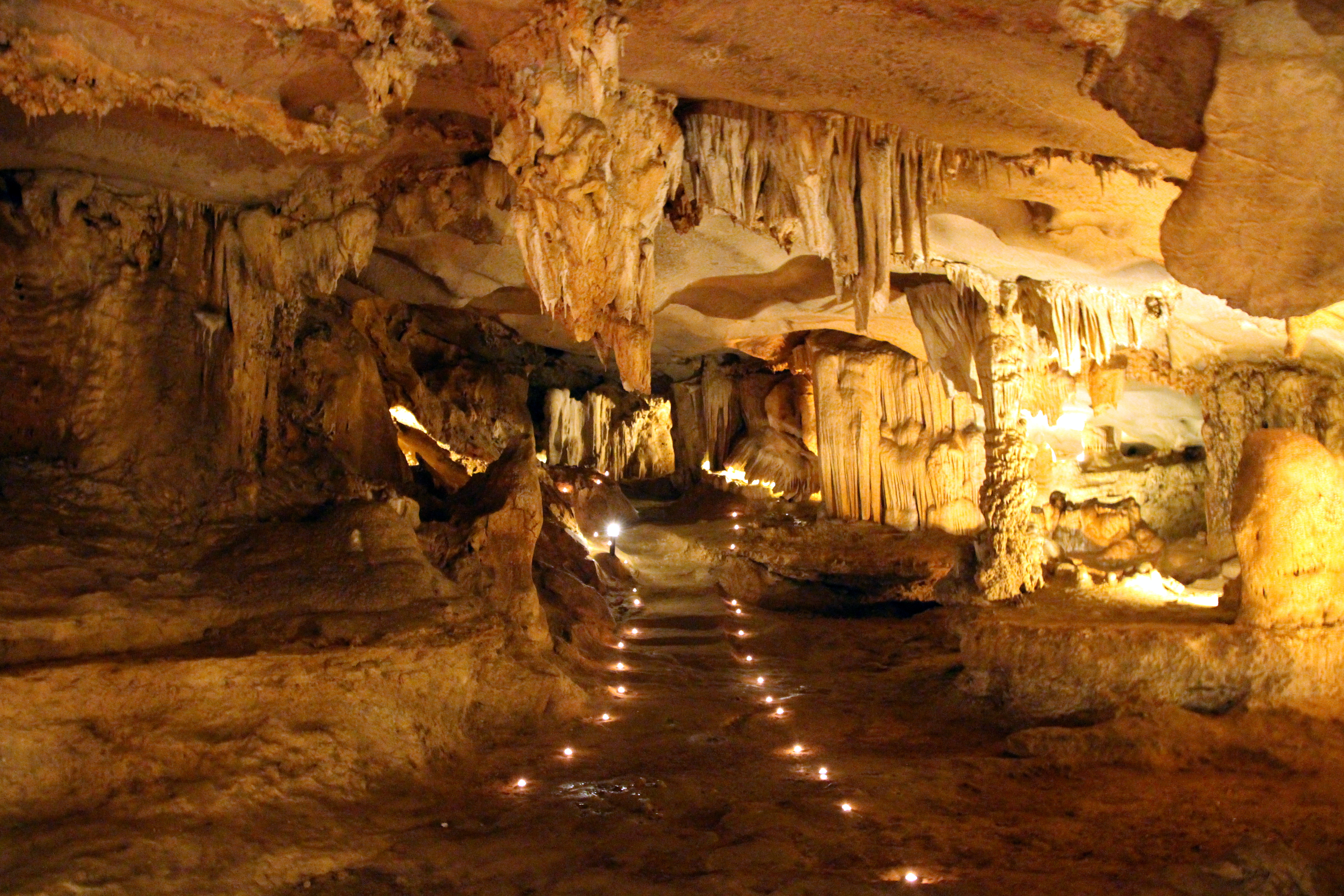 <ysterious Thien Canh Son Cave